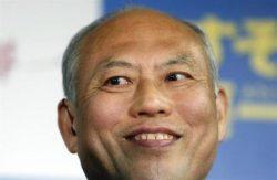 2月9日、自民・公明両党が支援する舛添要一元厚生労働相が新しい都知事に就任することになった。写真は都内事務所で当選確実の報道を受け、笑顔の同氏(2014年 ロイター/Yuya Shino)